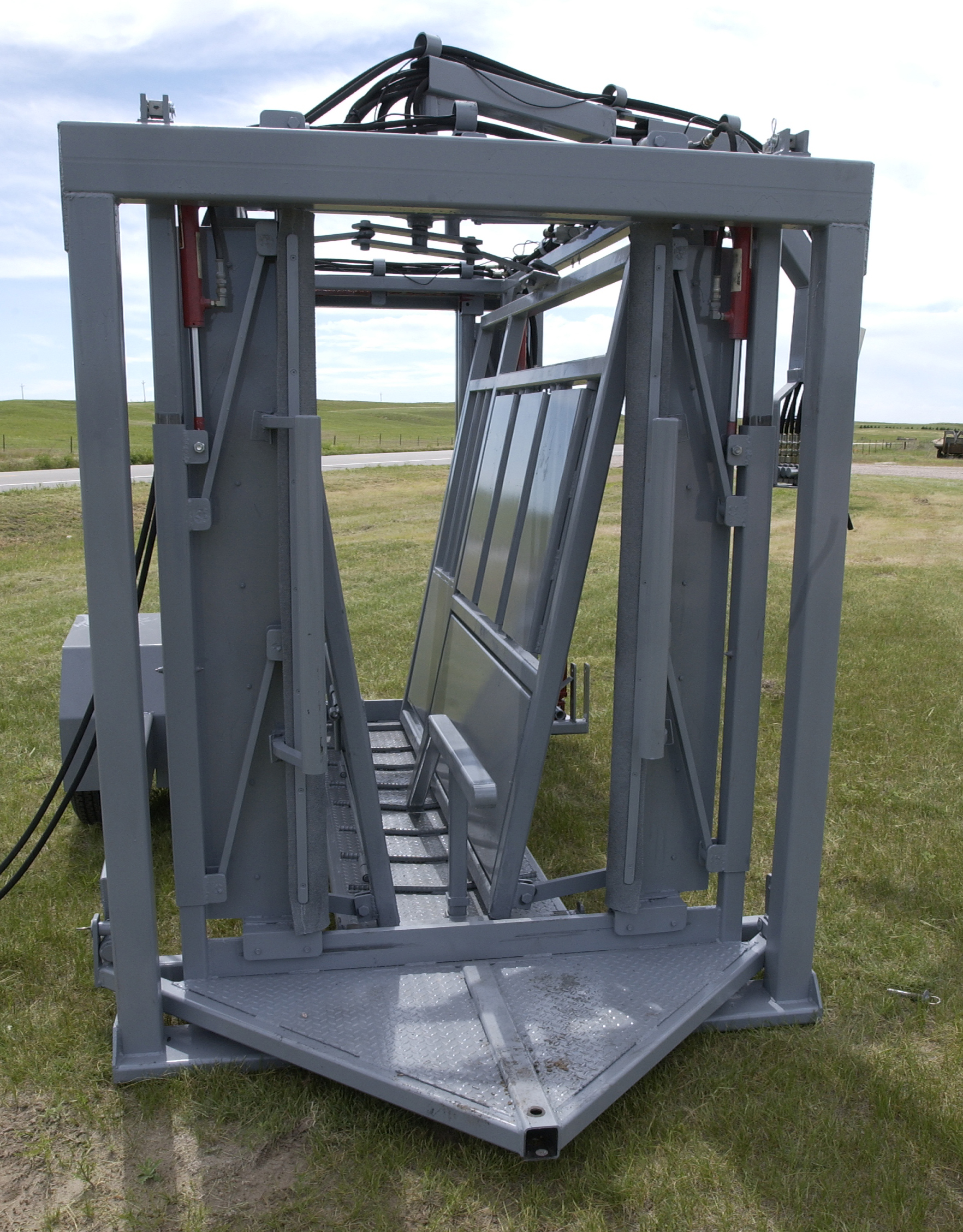 Portable Hyd chute with permanent hitch
